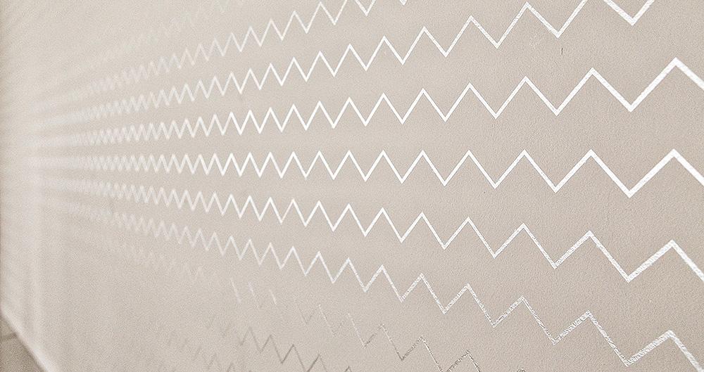 """<b>Трафаретная техника - """"Арт-фрей""""</b><span>В оформлении использованы декоративные материалы с текстурой перламутра от ТМ La Calce Del Brenta</span>"""